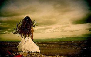 Girl-in-misery-sad-alone-upset-sitting-image-pic-1000×623